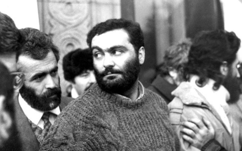 Վազգեն Սարգսյան․ Ամուր կանգնենք մեր հողին