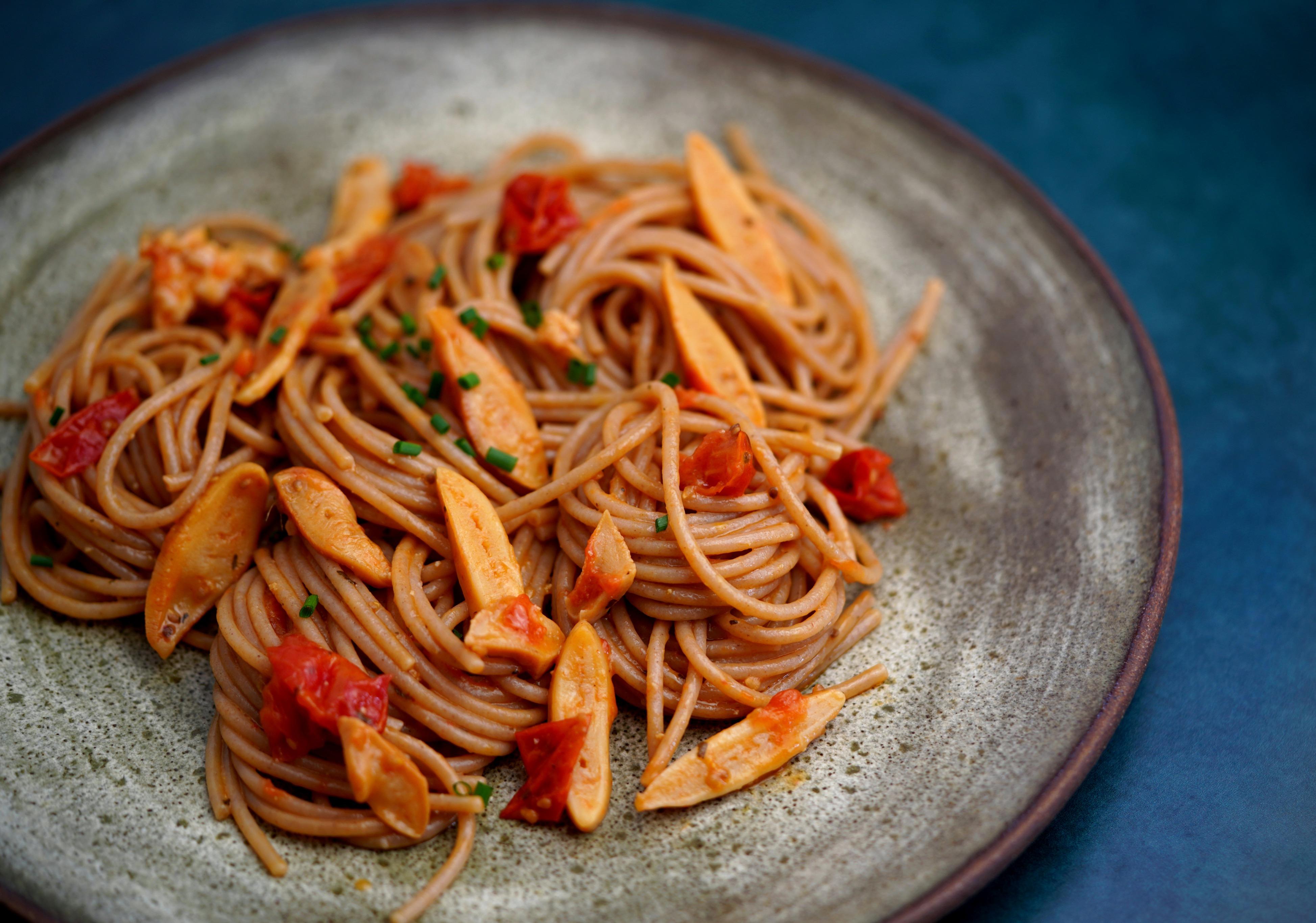 Wholewheat Spaghetti with Muki Surf Clam Tongues