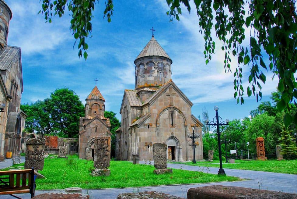 Ծաղկաձորի եկեղեցիները