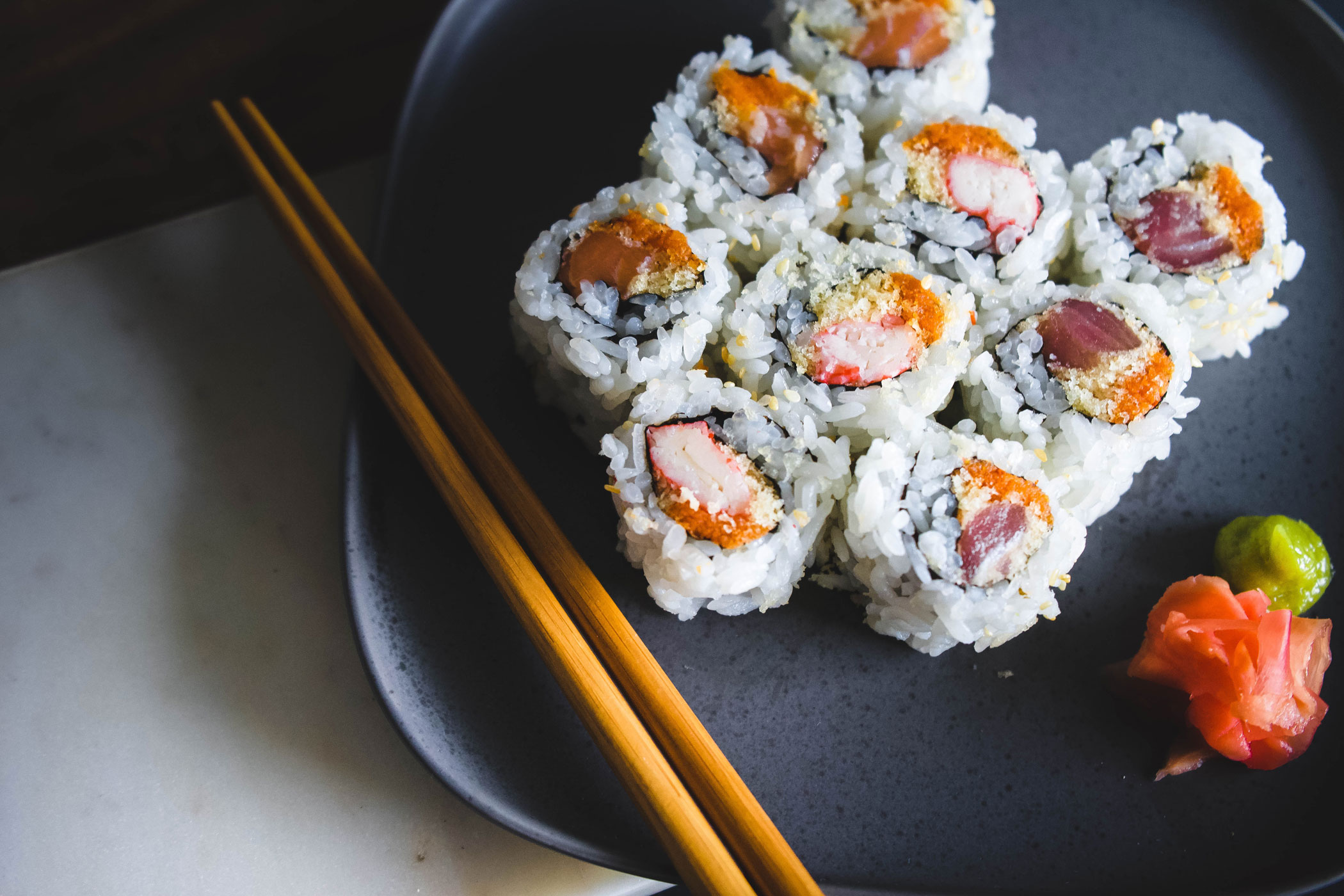who invented the sushi roll?