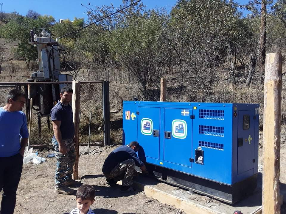 Tufenkian Delivers Generator to Shushi's Yeghtsahogh Village